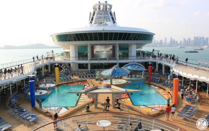 Pool Deck - Royal Caribbean Mariners of the Sea